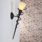 Wandfackel für stimmungsvolles Licht | 59cm Höhe | Lampenglas cremefarben gesandet | Wandleuchte Spirale rost-braun antik