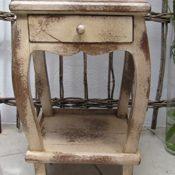 Beistelltisch Nachtschrank Tisch Hocker Telefontisch Regal Blumenhocker antik creme Landhaus ca. 60 cm hoch x 33 cm x 33 cm